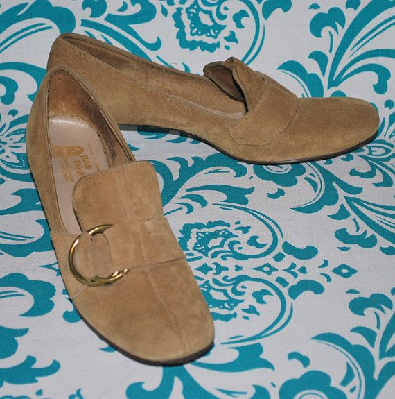 Vintage Hush Puppies Shoes 1960 S Women S Tan By Uncommonclassics 30 00 Hush Puppies Shoes Shoes Vintage Shoes