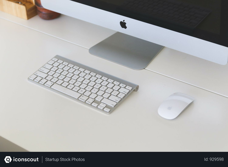 Free Apple Desktop Computer On White Desk Photo Download In Png Jpg Format Apple Desktop Imac Desktop Computers