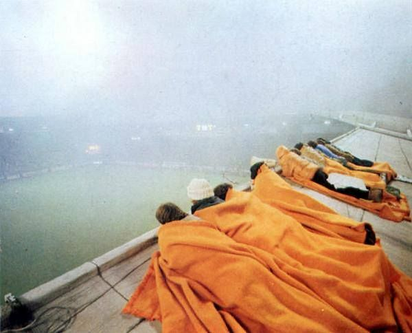 Saint Etienne vs Aris Saloniki uefa cup 28 Nov 1979. Youth players of Saint Etienne watched the game on the roof. because their stand was full.