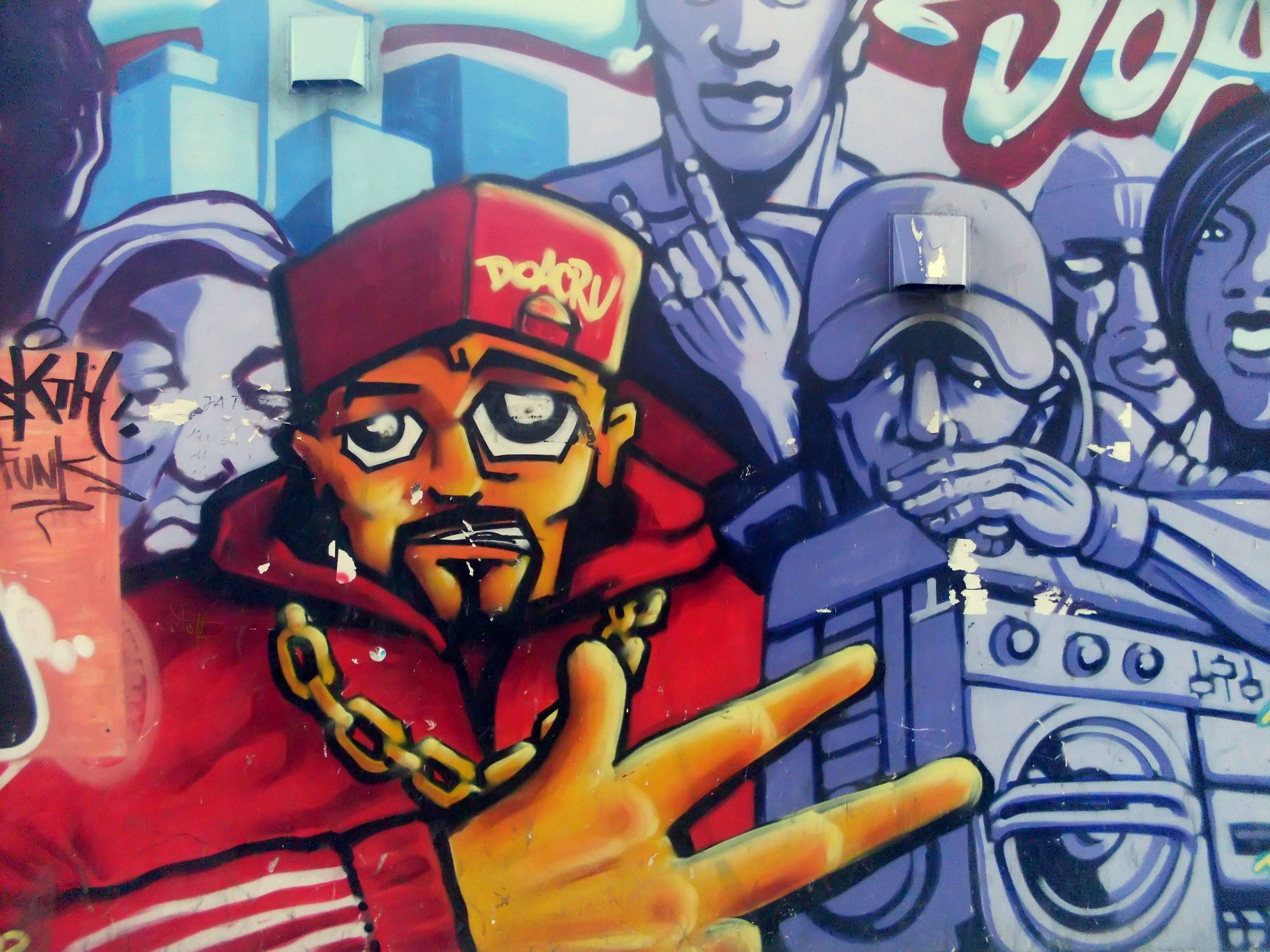 Graffiti at ulica morska in gdynia graffiti bridge for Immagini graffiti hd