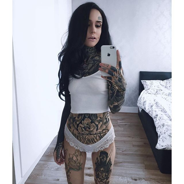 Tattoo For Pregnant Woman: Monami Frost - Google Search