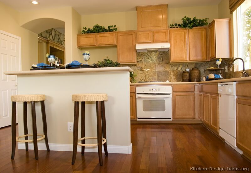 Traditional Light Wood Kitchen Cabinets   From Kitchen Design Ideas.org