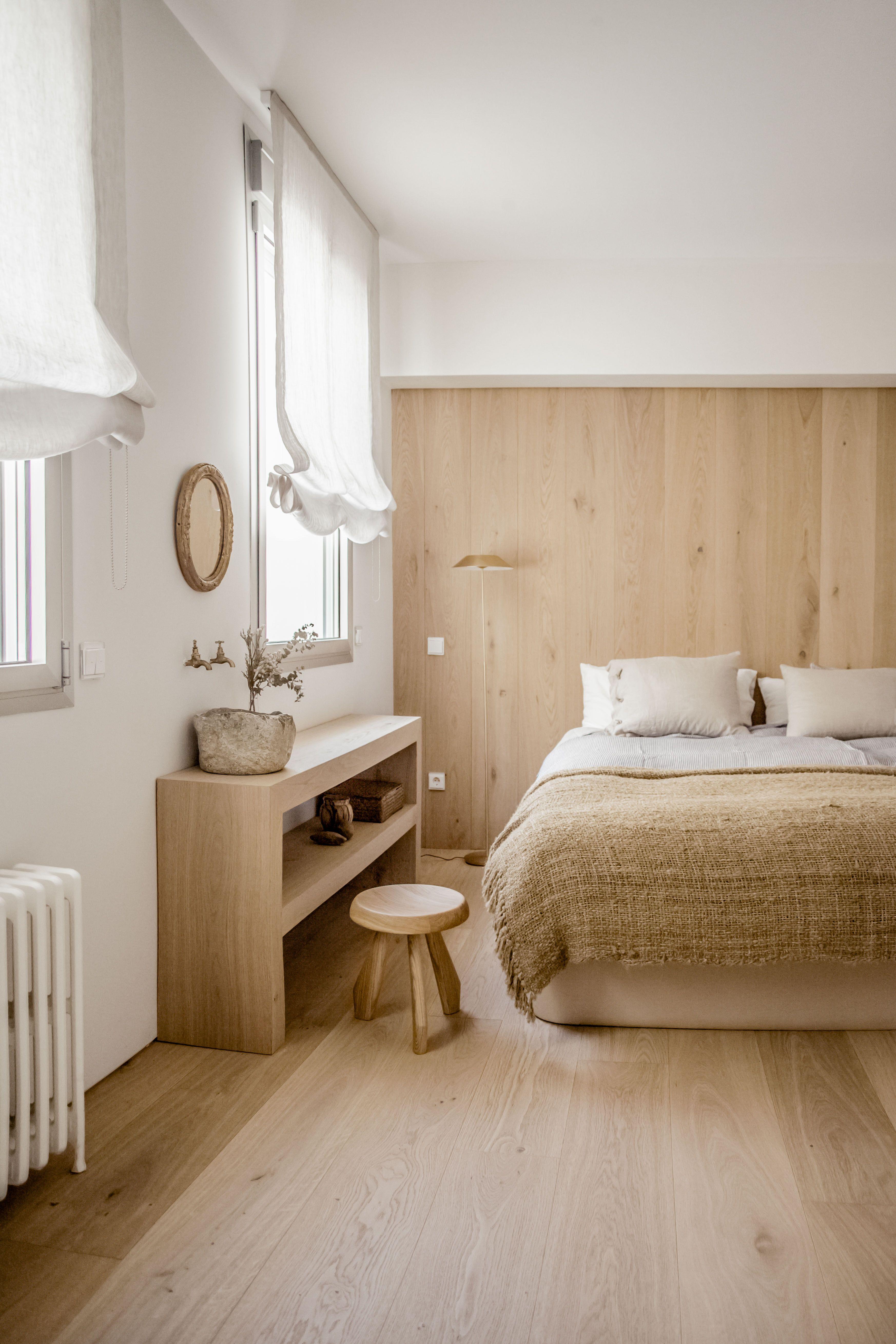 Oak walls and floor. Bed. Custommade wooden dressing