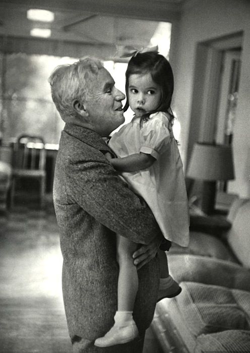 Josephine Chaplin and her daddy Charlie, c. 1952 | Movie ...