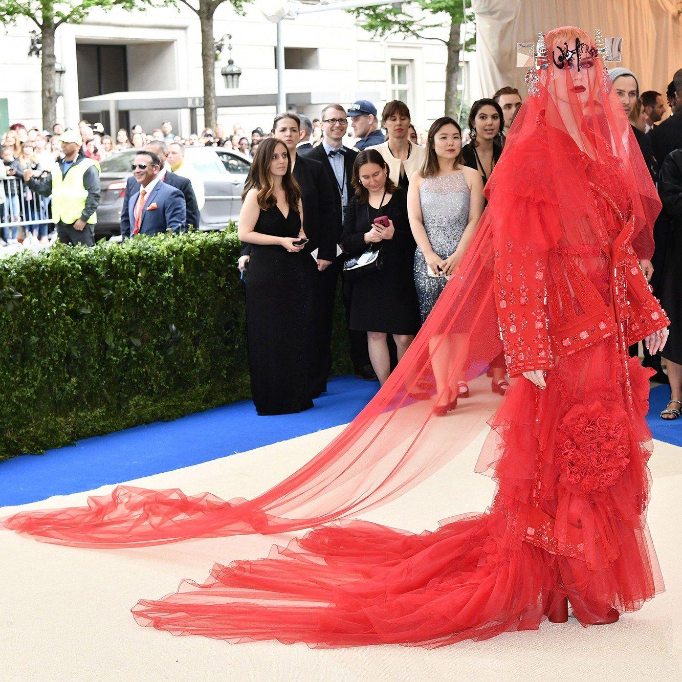 Met Gala 2017 Live Blog: Rihanna Arrives—Plus More ...