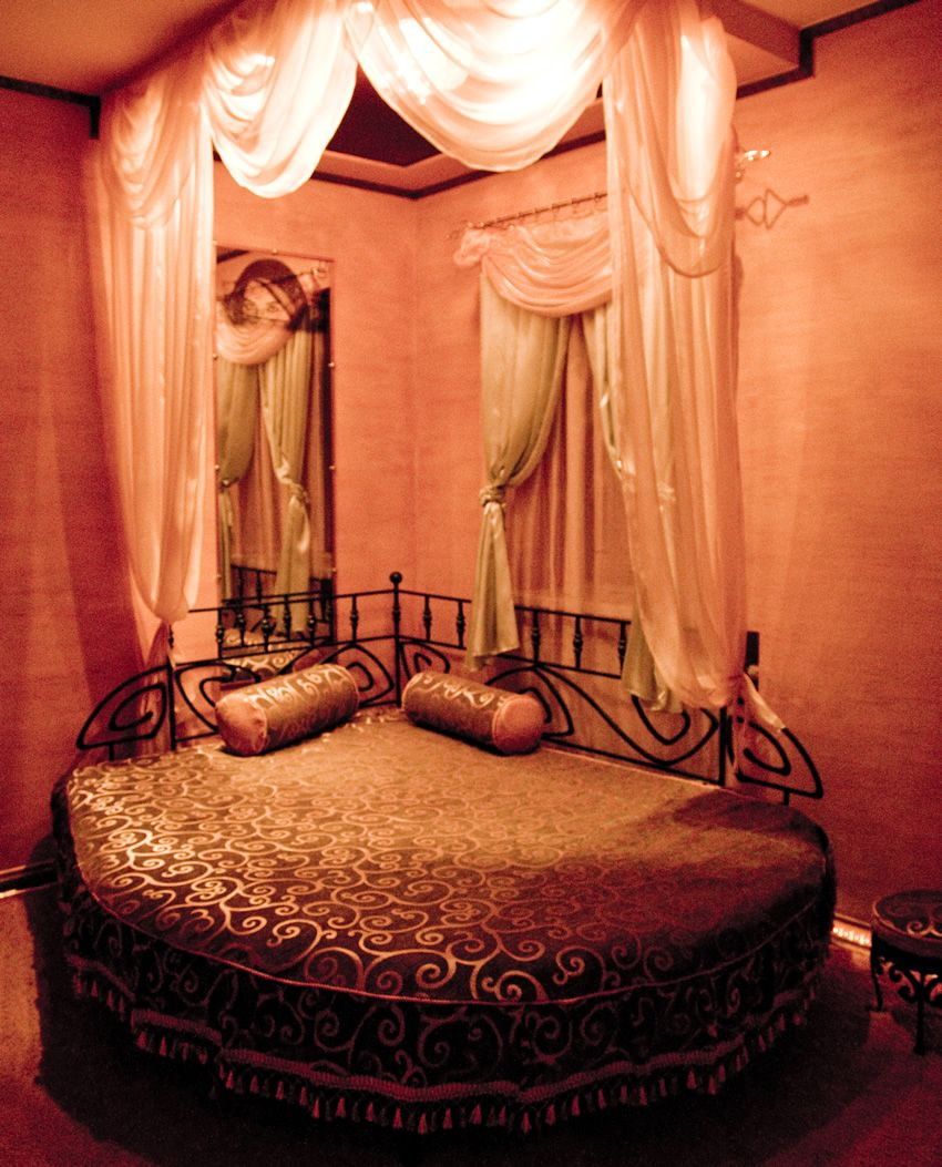 Romantic Bedroom Decor: 57 Romantic Bedroom Ideas (Design & Decorating Pictures