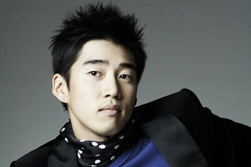 http://korea.sohu.com/uploads/piclib/star/31/YoonKye-Sang06.jpg