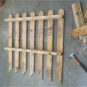 Une barri re de jardin en palette r cup 39 a l 39 ext rieur for Fabriquer une barriere en bois