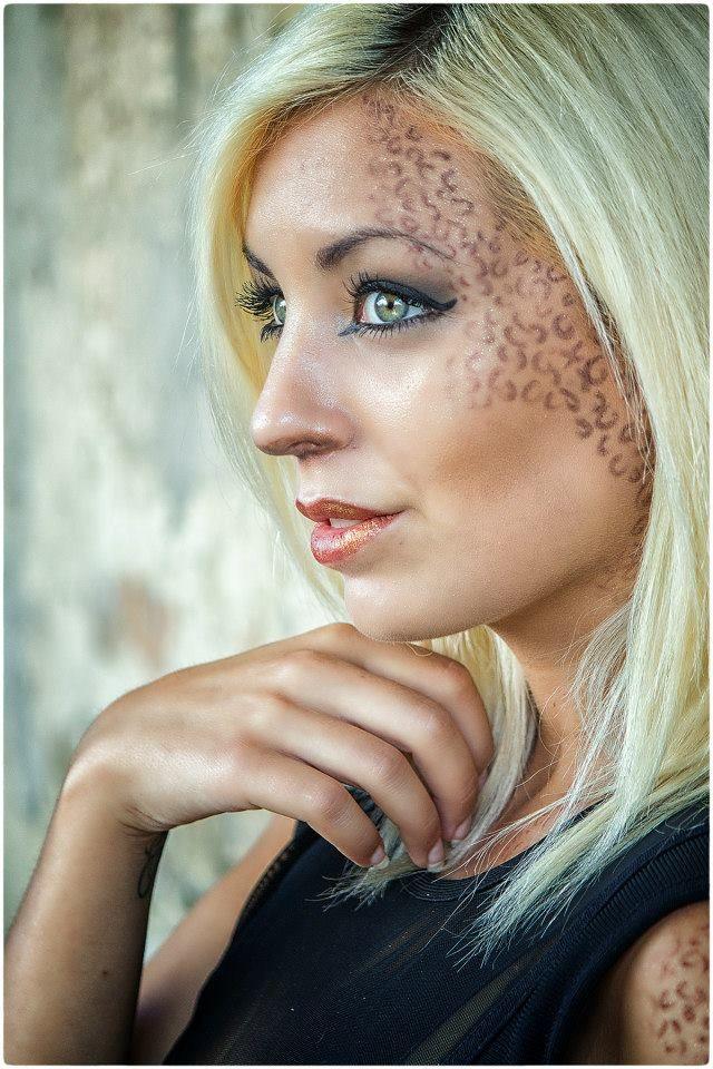 #shooting #fashion #model #fashionmodel #portrait #beauty #blonde #makeup #felinemakeup #greeneyes #AriannaAmorusoModel
