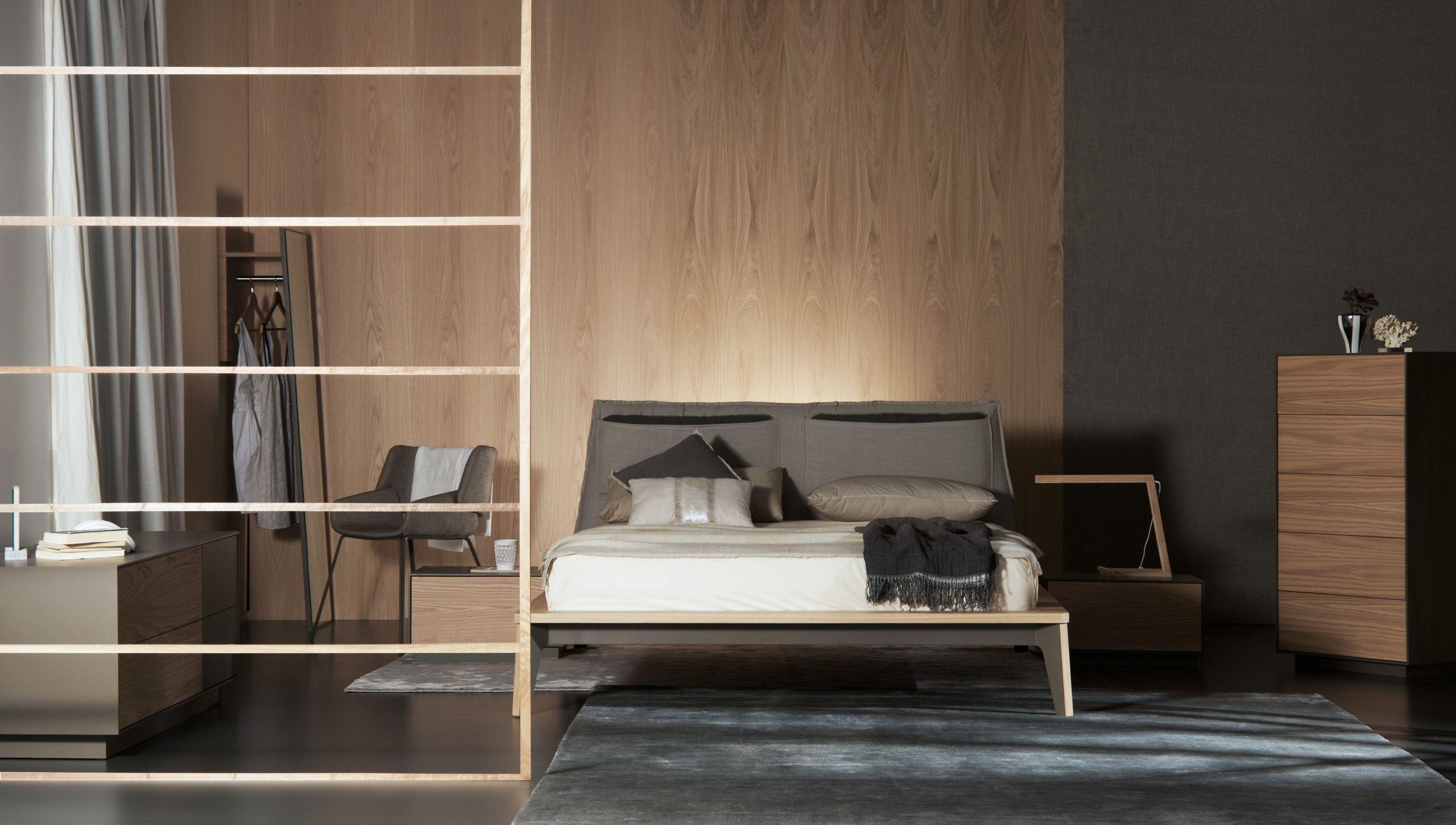 ein modernes schlafzimmer mit viel holz von al2. #schlafzimmer, Schlafzimmer entwurf