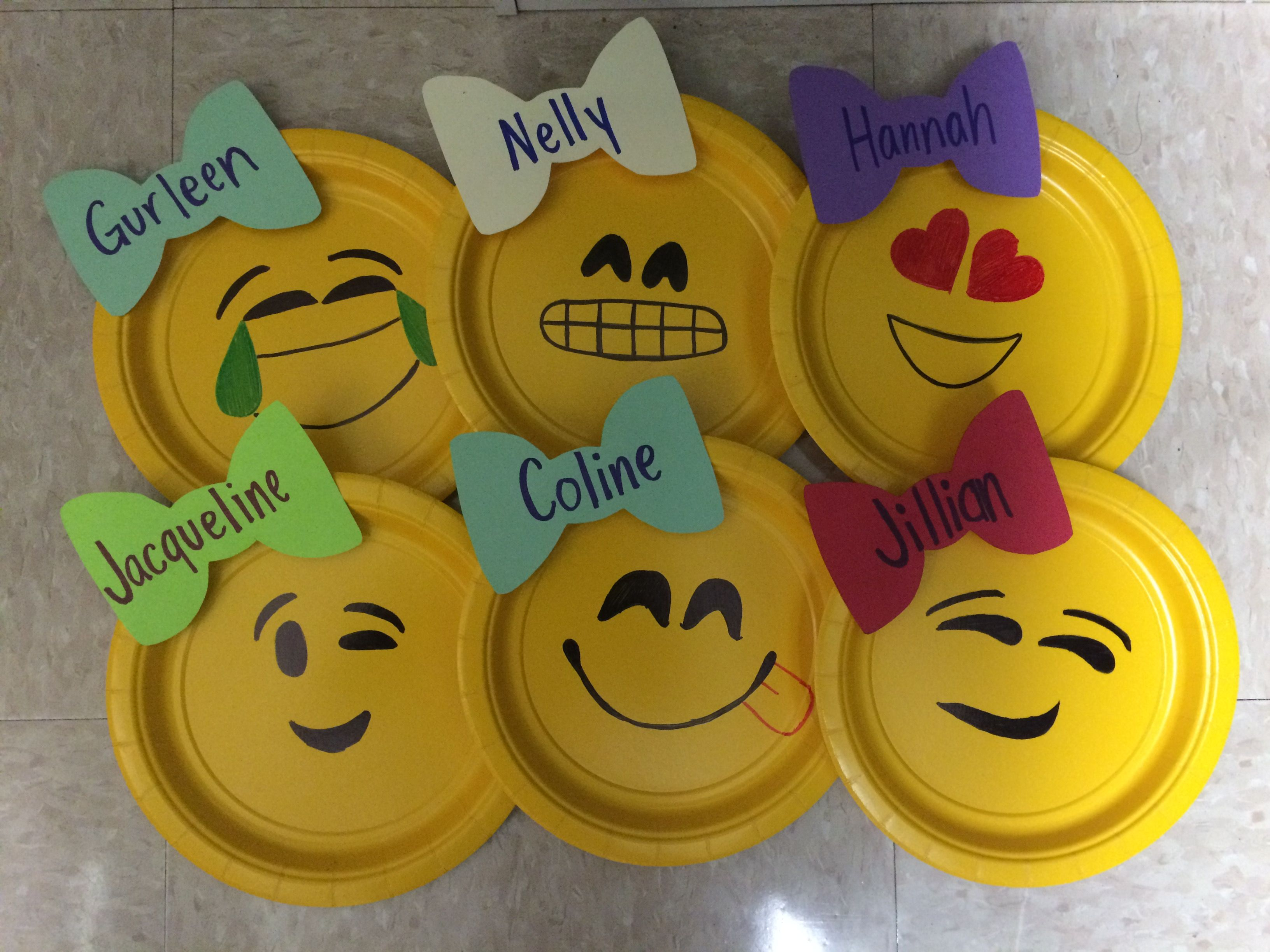 Emoji door decorations really simple small yellow plates for Decoration emoji