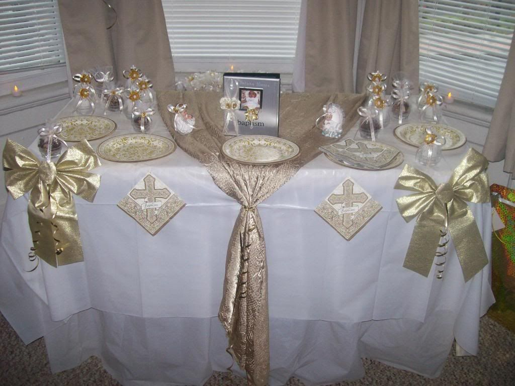 Christening table decorations pic 13 bautisim for Baby baptism decoration ideas