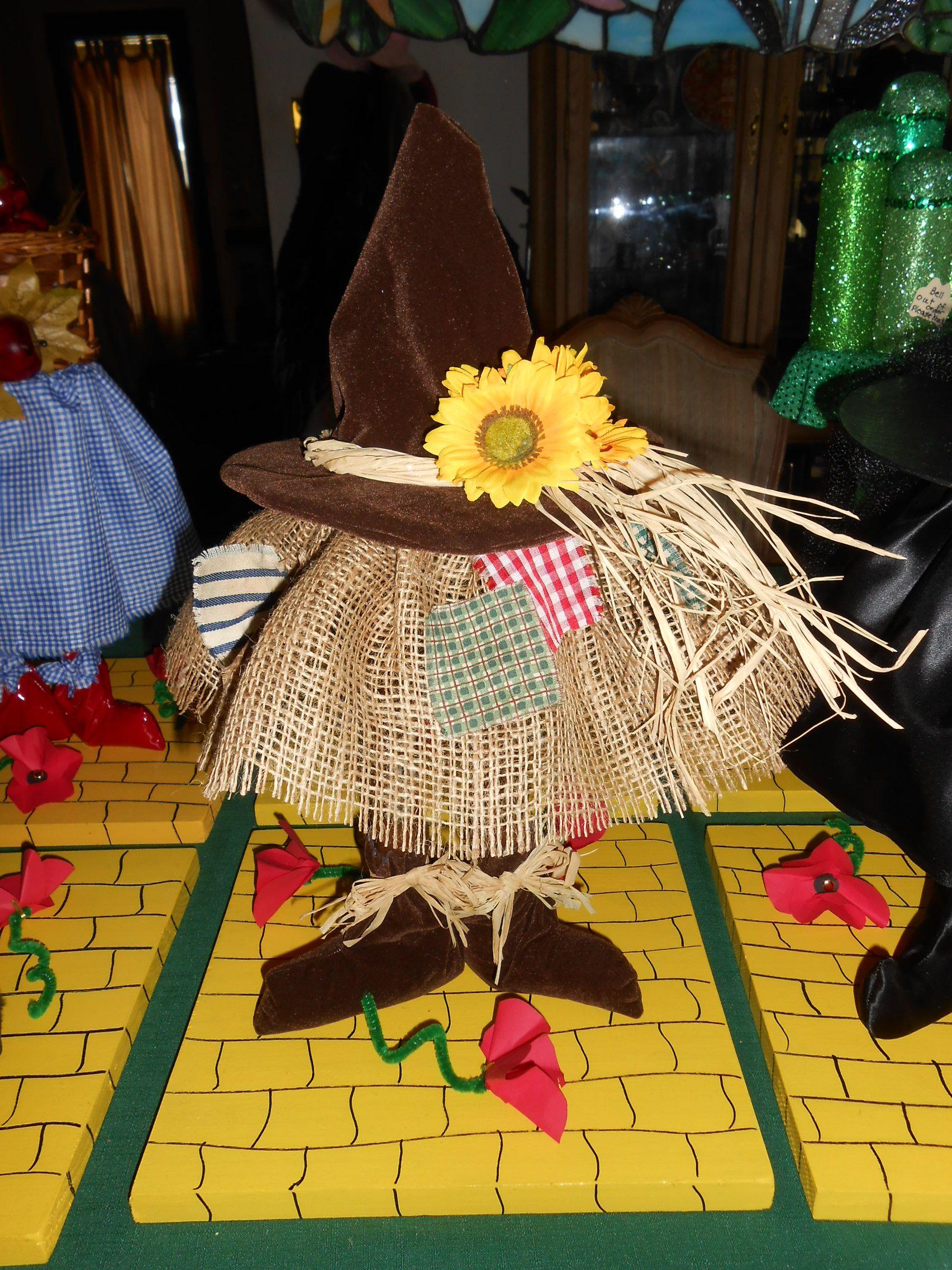 Wizard Of Oz Centerpiece Scarecrow 12X12 Base Glued Burlap Onto