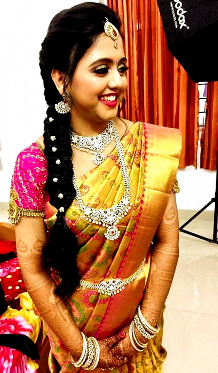 Weddingplannig Weddingdresseslace Hair Styles 44 Ideas For Hair Styles Wedding Indian Ha In 2020 South Indian Hairstyle Indian Hairstyles Indian Bridal Hairstyles