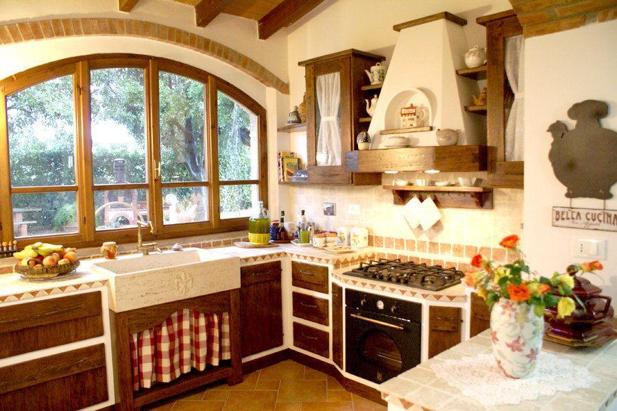 Una cucina in finta muratura presenta le caratteristiche visive di ...
