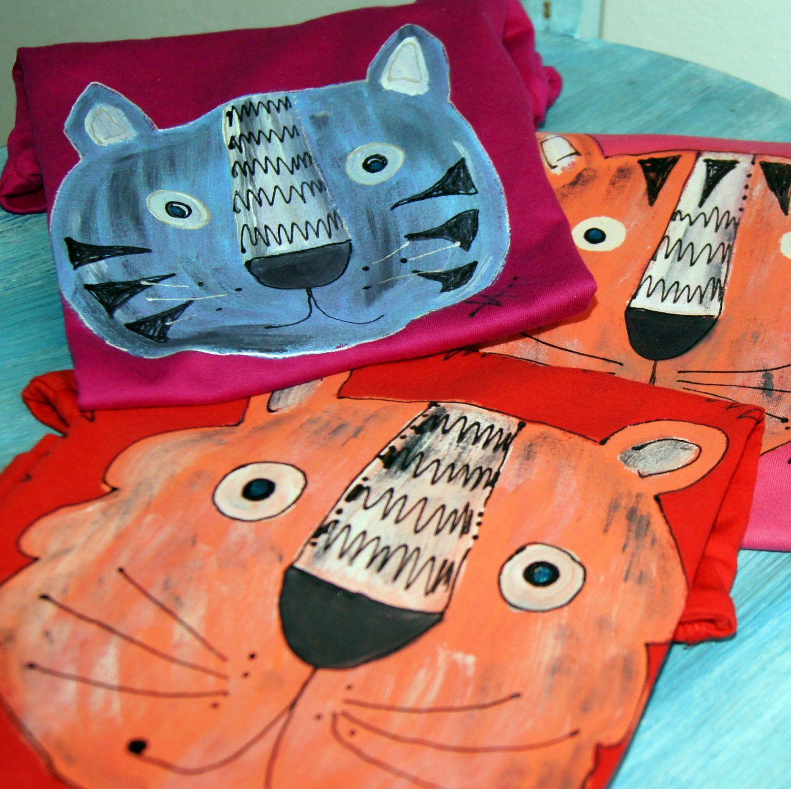 Dětské tríčo s šelmou kočkovitou :) - kvalitní dětské tričko - 100% bavlna -barva a velikost dle dohody, motiv tygr nebo modrokočka :) - ručně malované, signované, tisk originálním razítkem - návod na údržbu bude přiložen, barvy jsou stálé a odolné praní Ptejte se na aktuální dostupnost!
