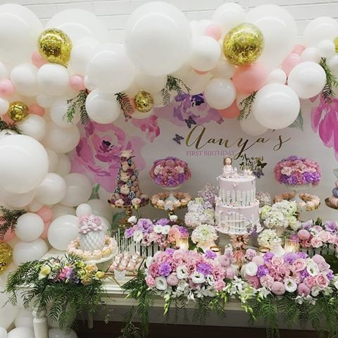 Pretty White Pink And Gold Cake Table Balloon Decorations Balloon Table Decorations Balloons Pretty Balloons