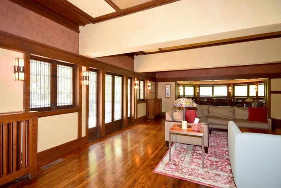 Frank Lloyd Wright house 301 S Kenilworth Ave, Elmhurst, IL 60126