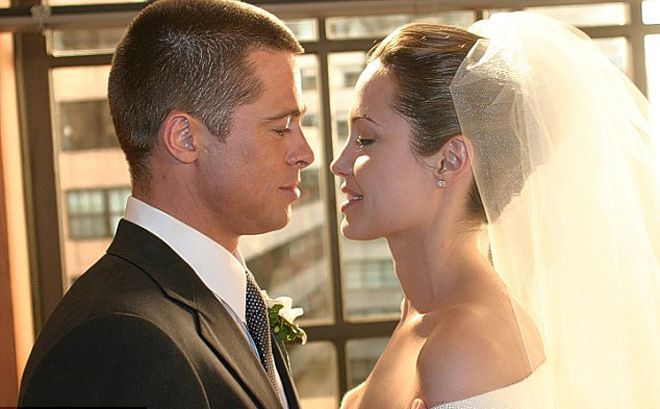 Brad Pitt & Angelina Jolie are Married.... About time