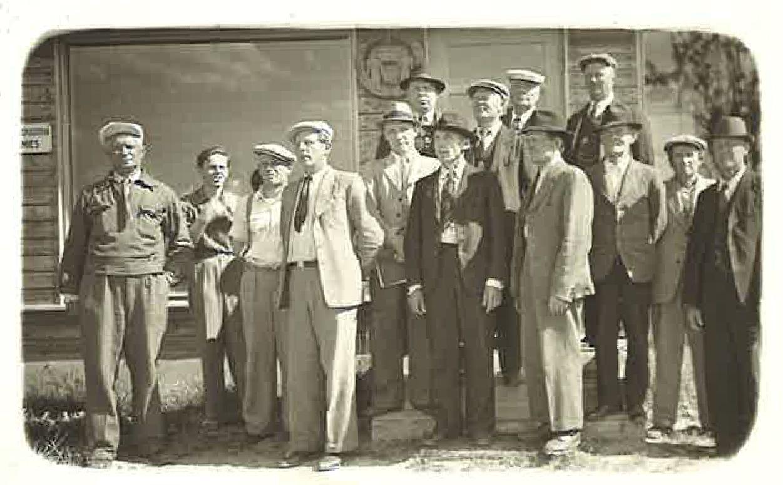 Kivijärvellä sijainneen osuusliike Kivikannon hallintoneuvostoa ja liikkeenhoitajia 1.7.1949