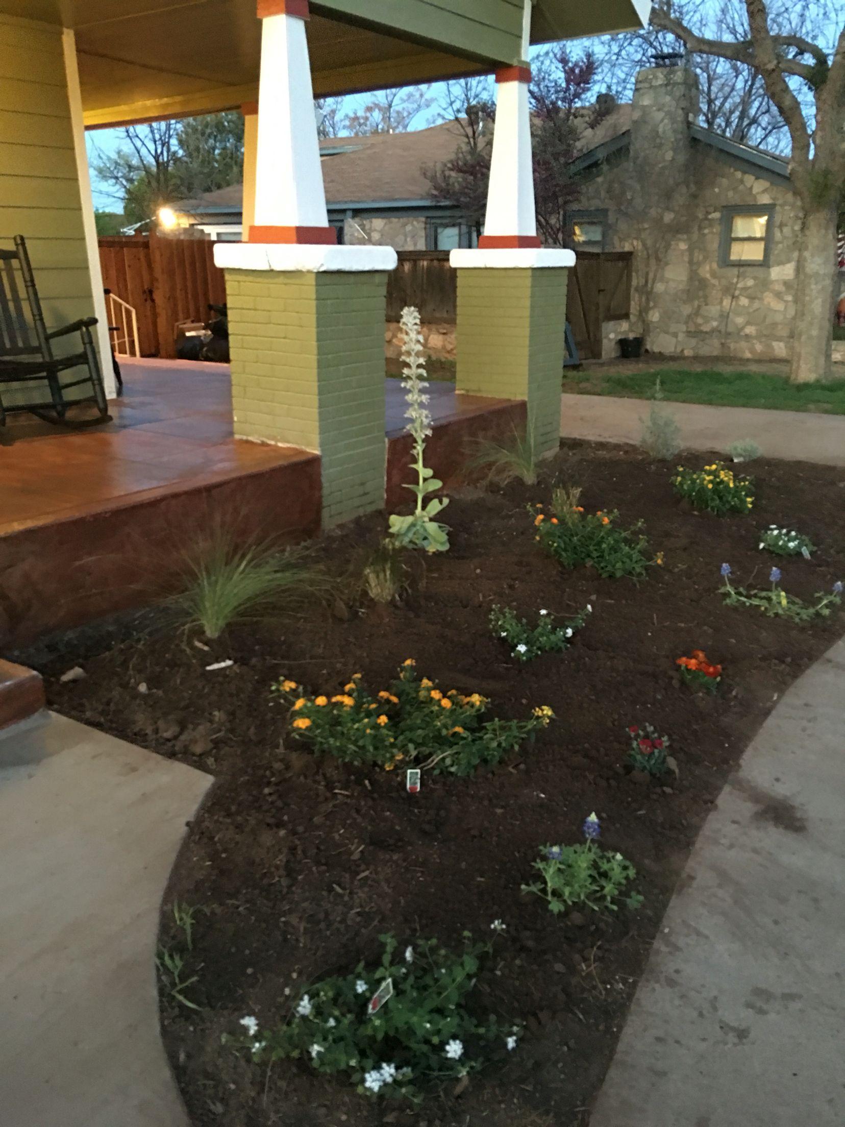 Right flower bed, craftsman Flower beds, Plants, Craftsman