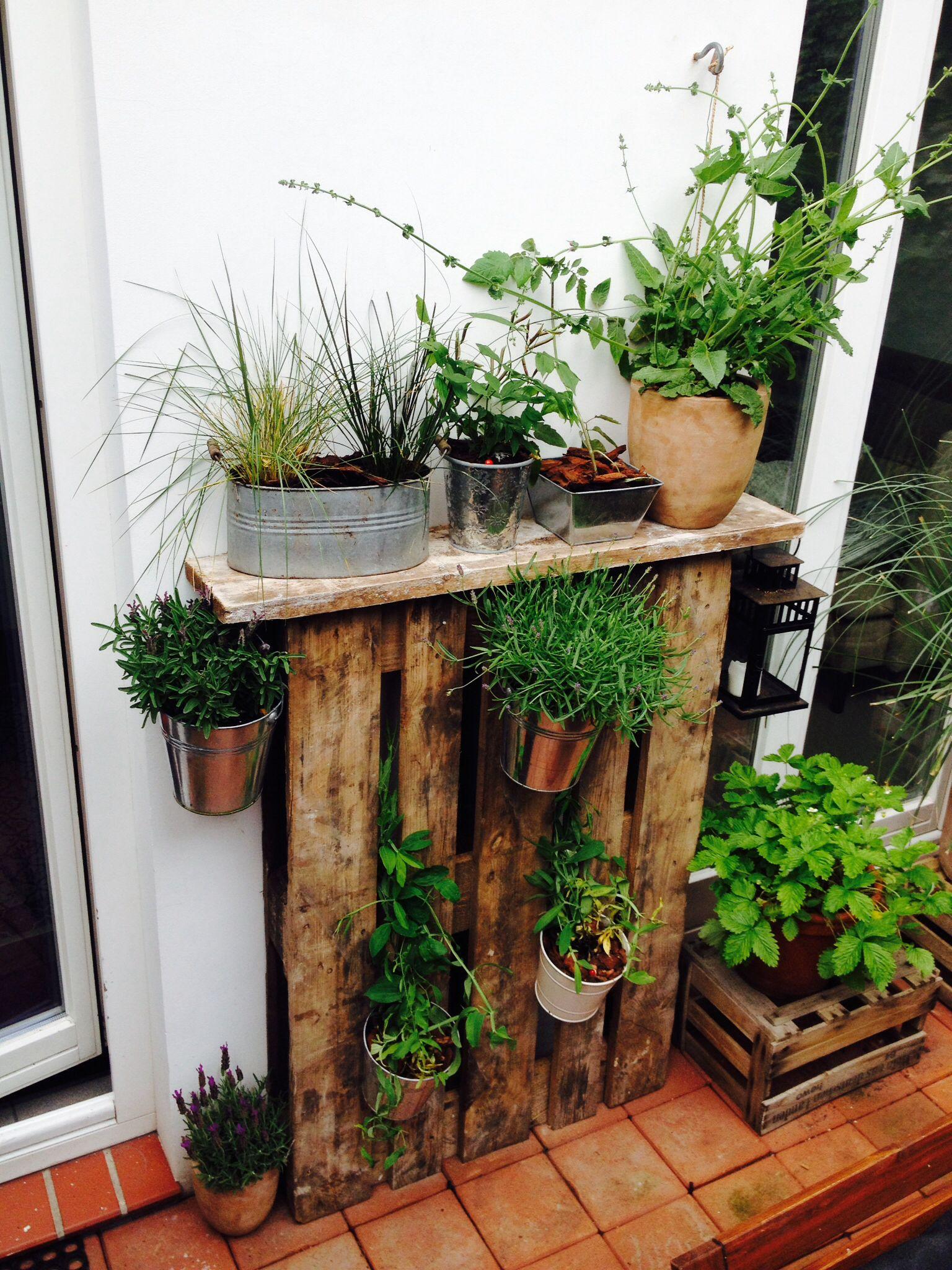 Garten paletten deko handwerk aus holz pinterest garden ideas and gardens - Paletten gartenregal ...