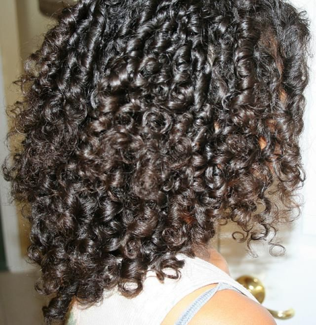 Find out how to keep your curls from falling so that your curly 'do lasts from morning until night.