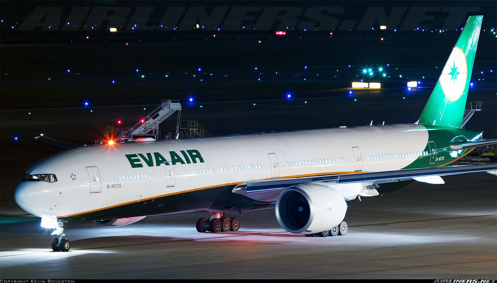 EVA Air B16725 Boeing 77735E/ER aircraft picture