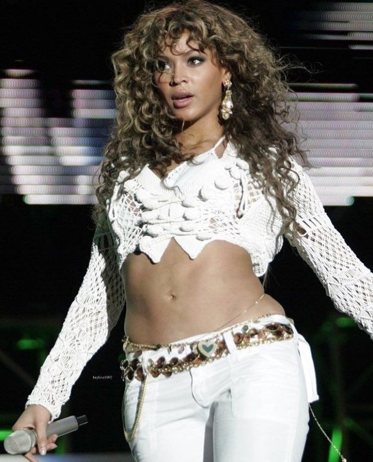 Before Bey stopped eating Popeye's chicken...no fr..she use to love her some Popeye's chicken #diehardfan