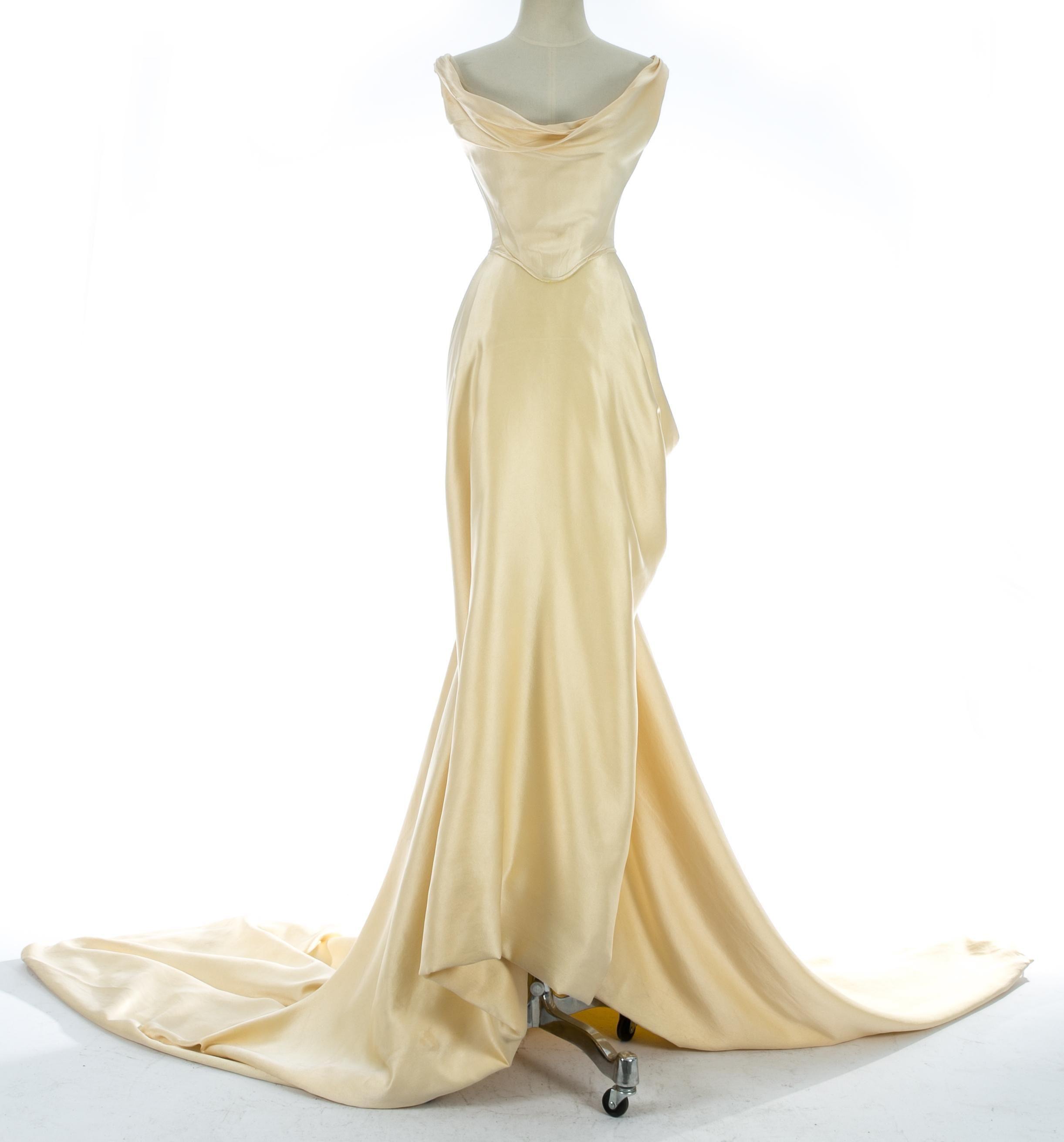 Vivienne Westwood Cream Silk Corset And Draped Skirt Wedding Ensemble C 1999 Hochzeitskleid Aus Seide Hubsche Kleider Tageskleider [ 2622 x 2443 Pixel ]