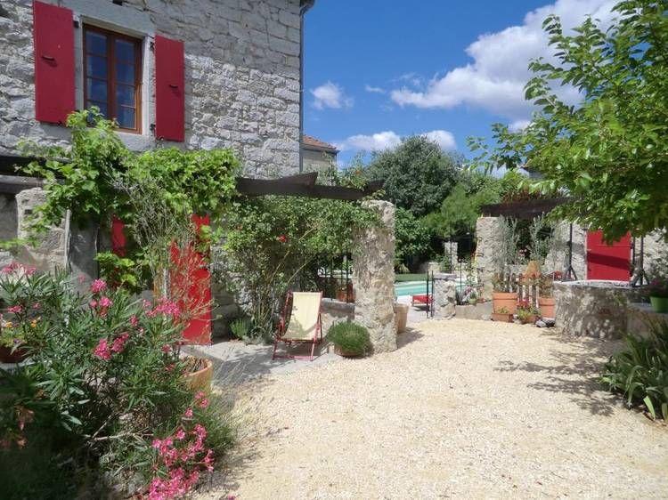 Chambre D Hotes La Vialle A Saint Alban Auriolles Location Chambre D Hotes Gite De France Maison En Pierre Jardin Maison