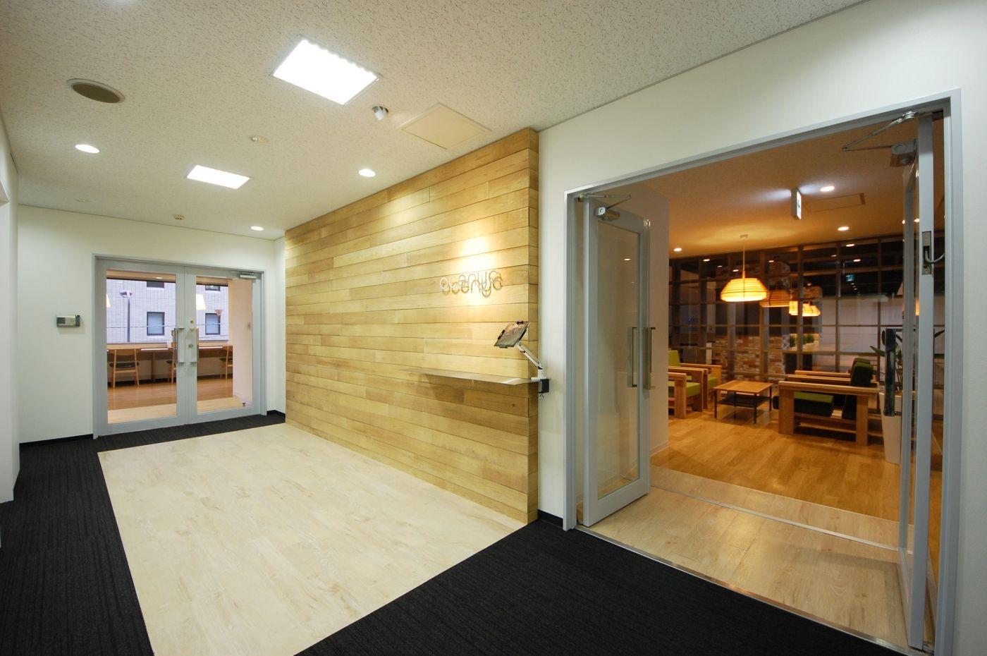 ガラスやスケルトン天井のオフィス オフィスデザイン事例