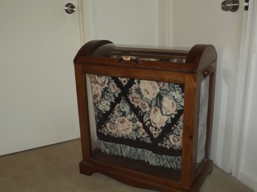 Amish Made Oak And Gl Enclosed Quilt Rack Blanket Display Beautiful Unknown