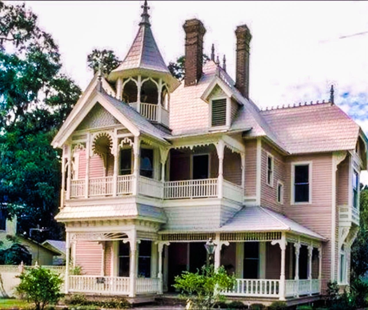 Pin By Michael Klein On 0 0 Victorian Houses Victorian Homes Victorian Style Homes Queen Anne House
