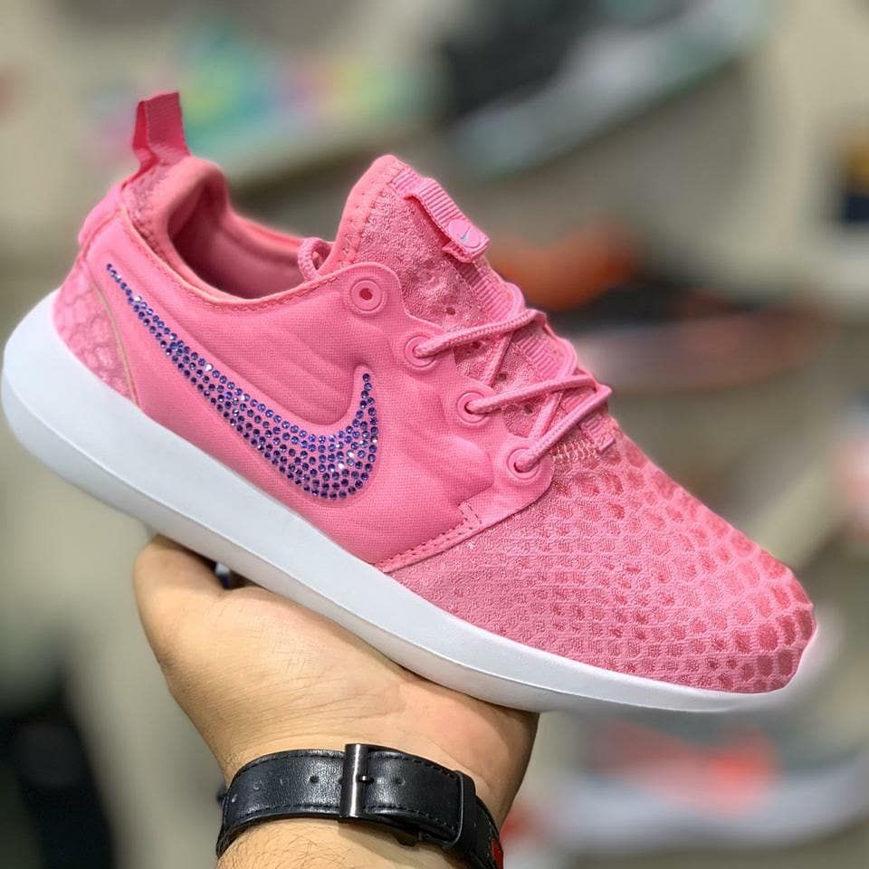 Nike Roche Sizes : 36 - 40 Available  Price : 1850 Only To Place Order DM or What'sapp (+91921478833...