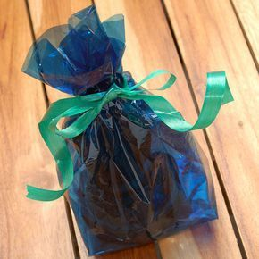 Como Hacer Una Bolsa De Regalo Con Papel Celofán Todo Manualidades Gifts Cellophane Gift Bags Kids Art Party