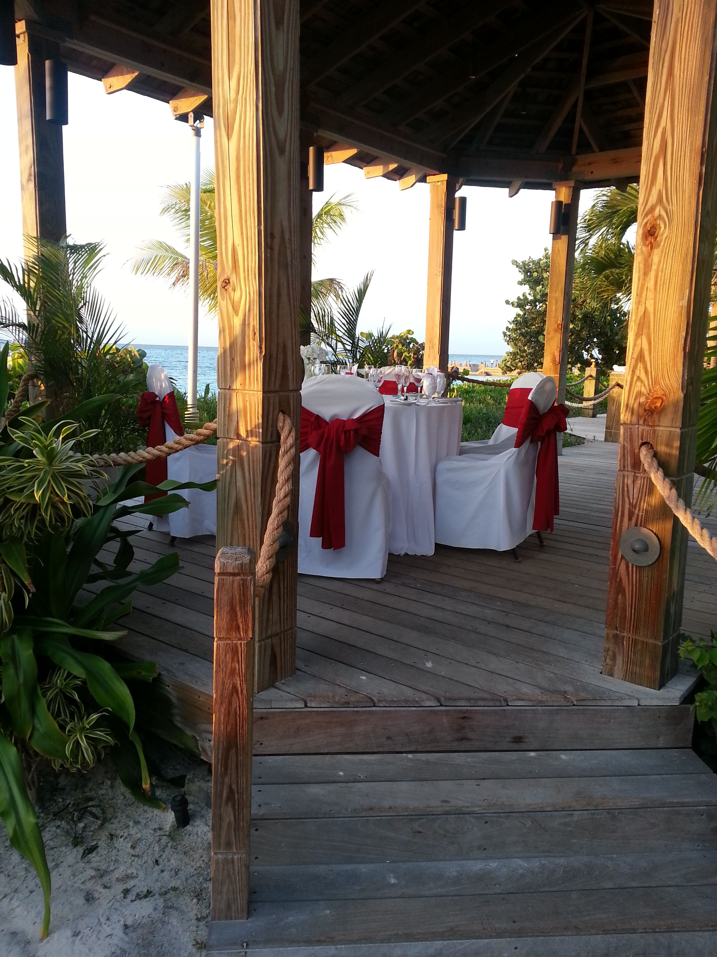 Dinner setting for a family of 5 on the beach http://www.experiencetravelin.com