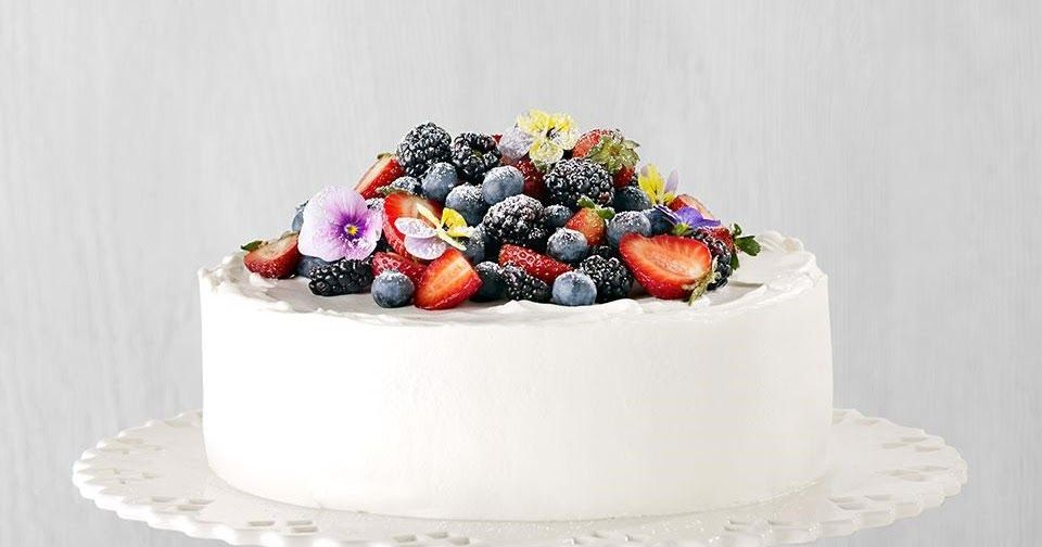 In this beautiful and simple chantilly cake recipe fresh
