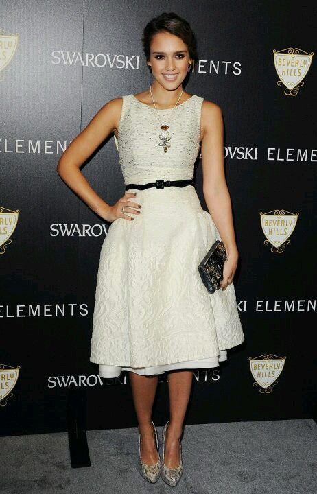 437870925 Jessica Alba dressed in Carolina Herrera Estilo De Jessica Alba