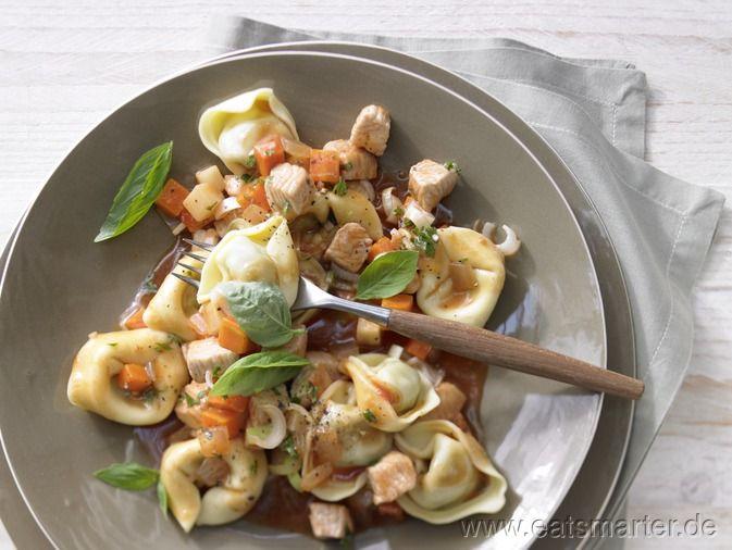 Wer Bolognese mag, wird diese leichte Variante lieben: Tortellini mit Putensauce und Suppengemüse - smarter - Kalorien: 307 Kcal   Zeit: 45 min. #pasta