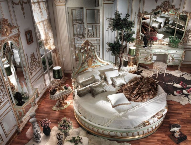 chambre style baroque et lambris mural en bois blanc à motifs ...