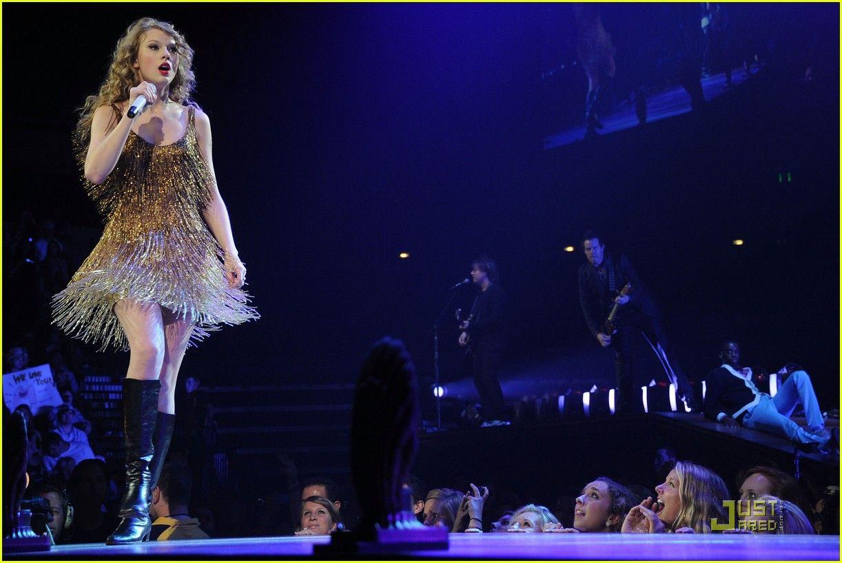 Taylor Swift: Speak Now, Help Now Benefit!