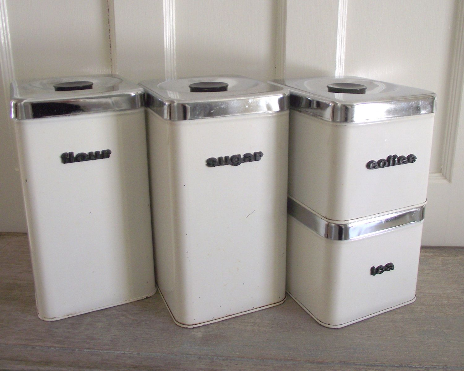 1950s kitchen decor white and chrome metal canister set queen line a r lite canisters 1950s mid century kitchen decor vintage retro kitchen storage