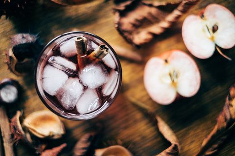 10 Incredibly Delicious Apple Cider Cocktails That Taste Like Fall in a Glass #falldrinks