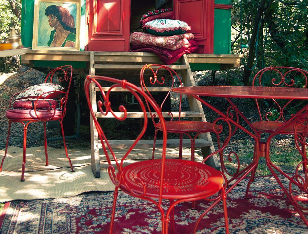 Le fauteuil traditionnel des jardins romantiques, de squares, de ...