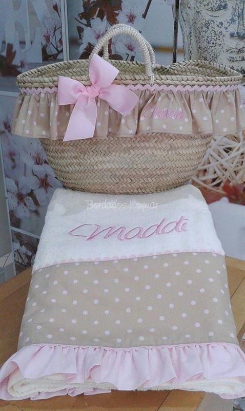 Precioso conjunto de capazo y toalla para maddi http - Cestas de playa personalizadas ...