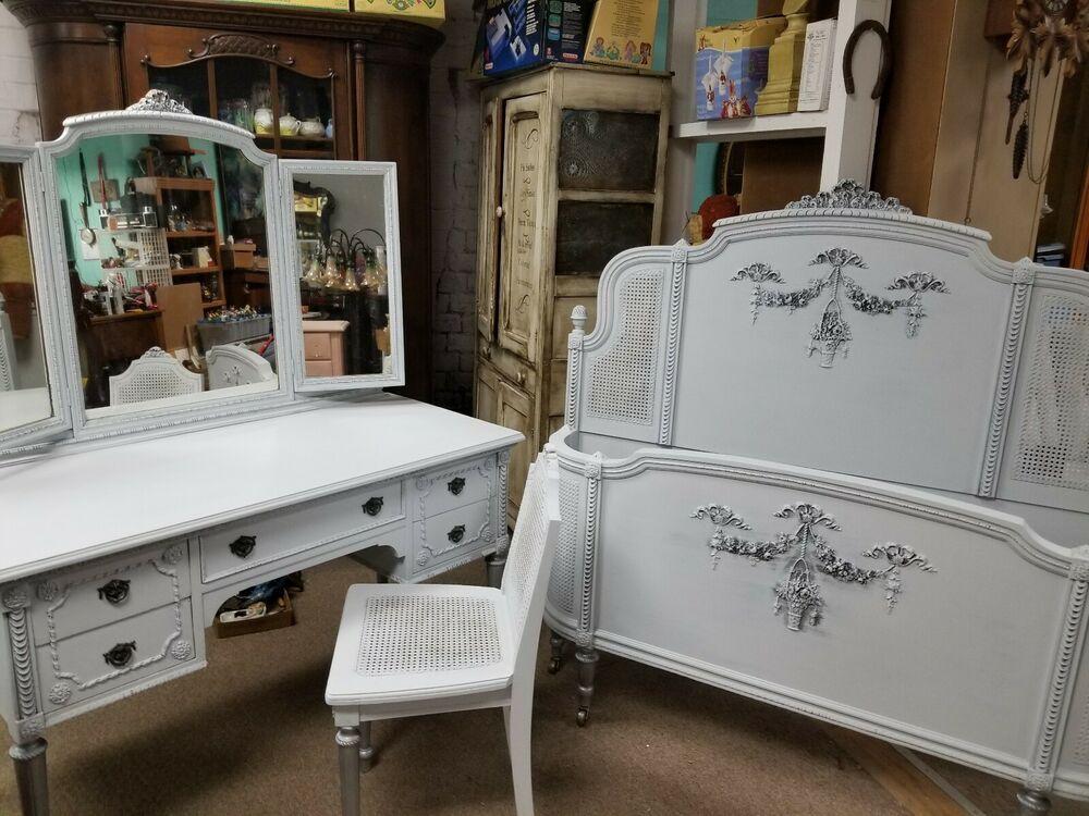 Antique Vintage Vanity Dresser w/Trifold Mirror & Chair