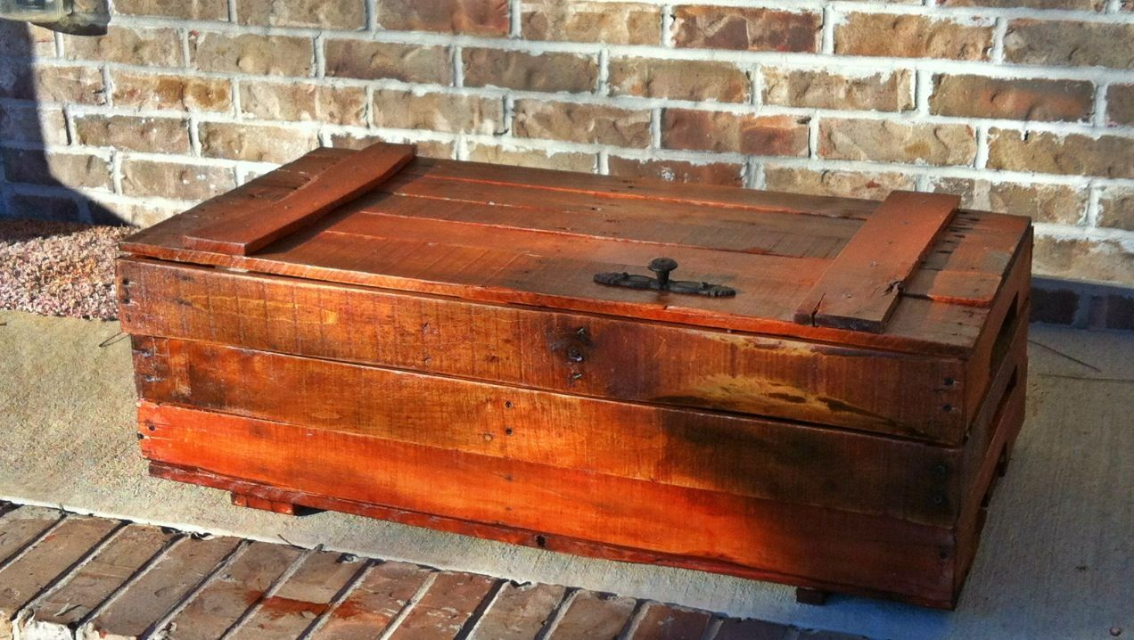 Trunk/chest made from pallets   Pallet crafts, Pallet ...