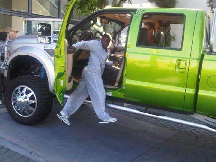 Even Kevin Hart loves himself a powerstoke | Bigger trucks :p ...
