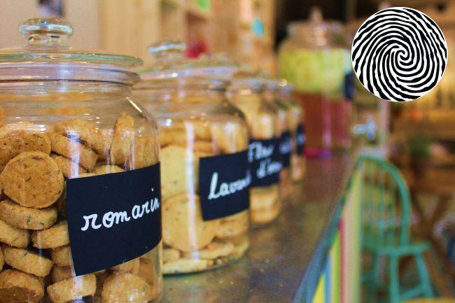 Amenagement De La Boutique Ephemere La Pause Ensoleillee A Paris Le Petit Marseillais Epicerie Vrac Le Petit Marseillais Caisse Bois